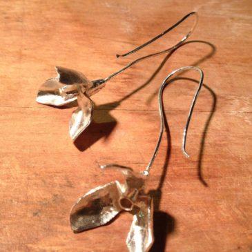 Perce-neige en janvier… Les boucles d'oreilles en argent sterling…