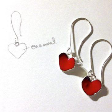 Argent sterling rouge émaillé boucles d'oreilles pour la Saint-Valentin…