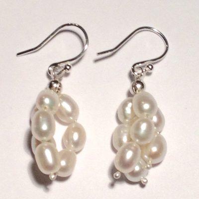 ELER154 - Sterling silver earrings with freshwater pearls.