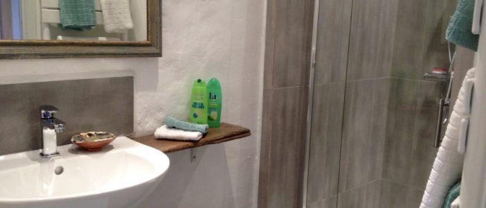 Courbières bathroom