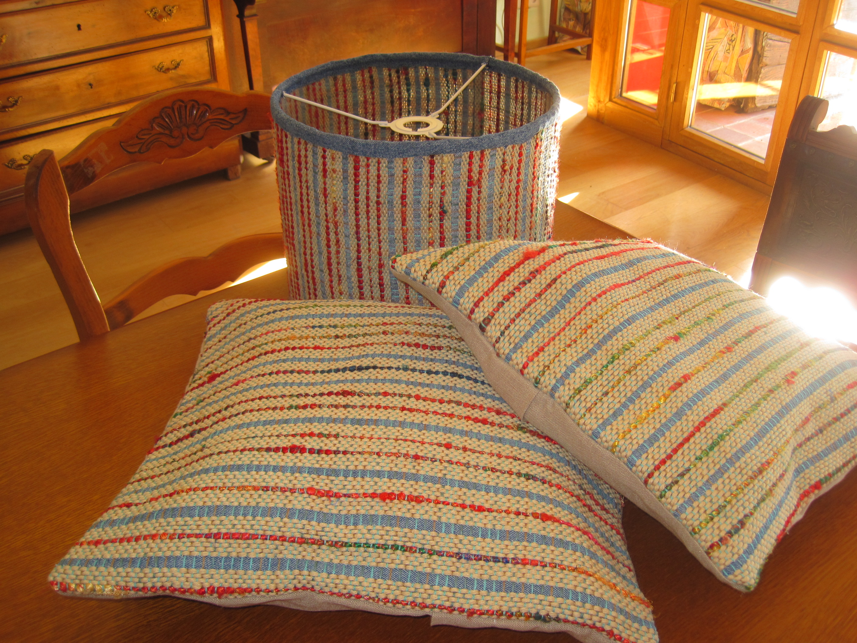 2 cushion covers with matching lampshade