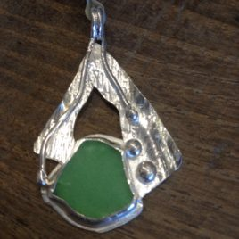 Pendant – Beach glass set in sterling silver