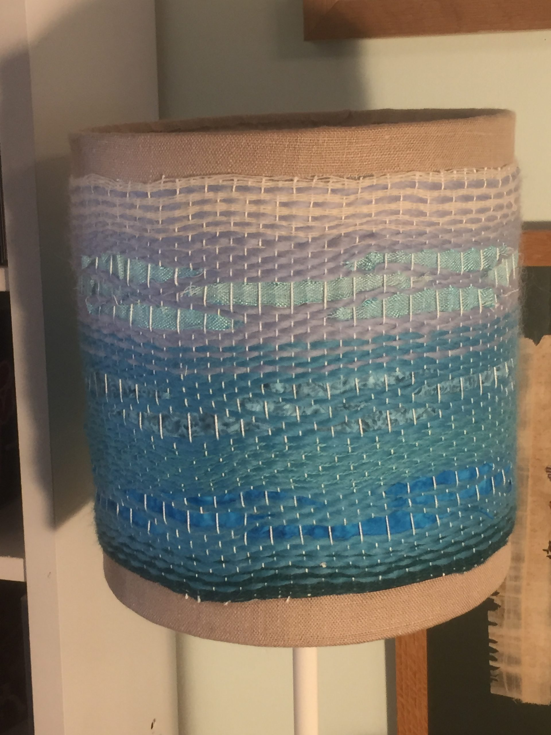 Lampshade in blue transitioning from light to dark. 44€ (1 / 2)