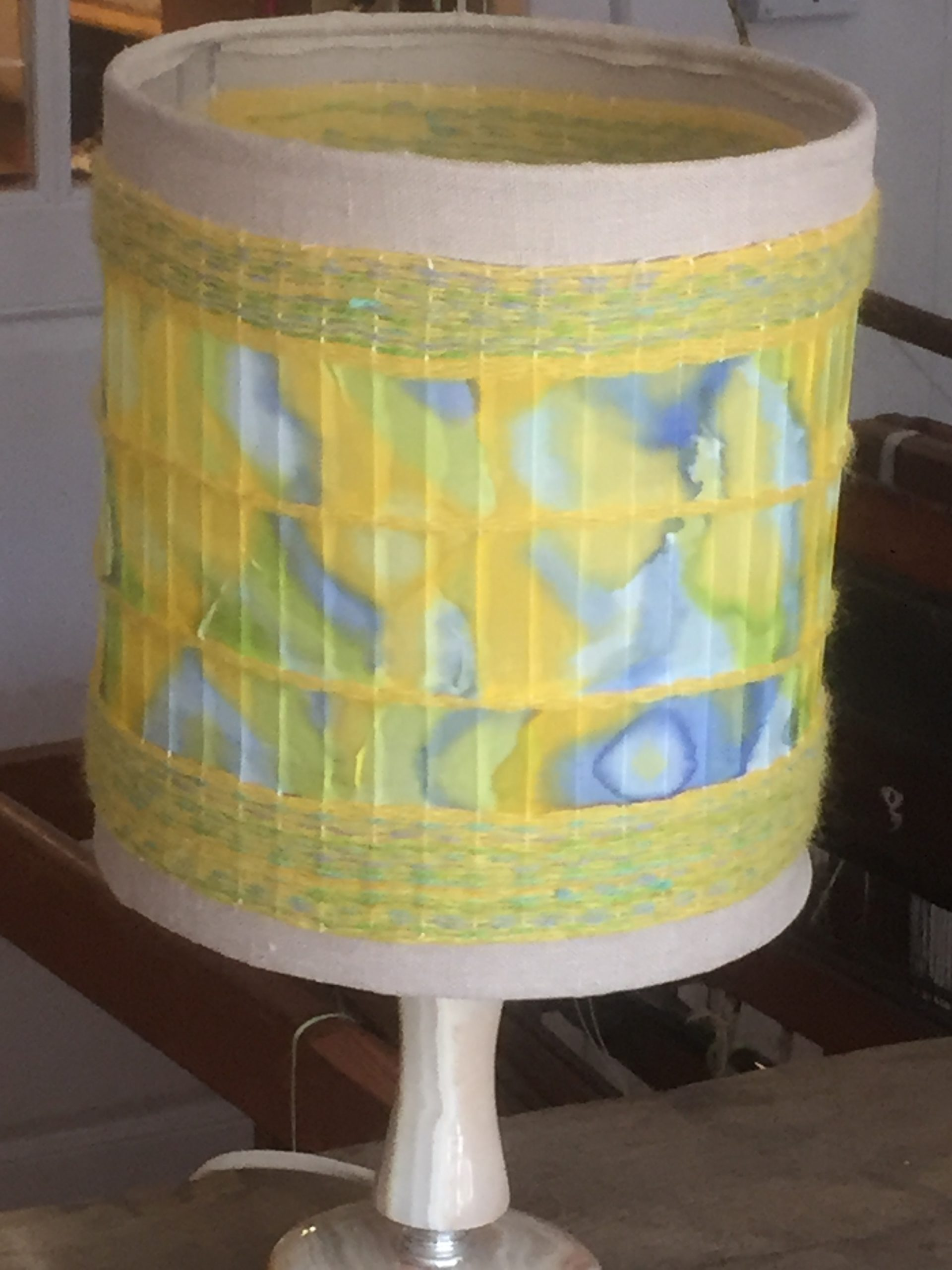 Lampshade with handpainted silk. 40€ (1 / 2)
