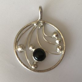 Pendant – Sterling silver filigree with onyx stone