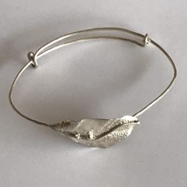 Bracelet – Sterling silver wire bracelet with reticulated leaf motif