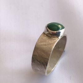 Ring – Sterling silver band with malachite stone