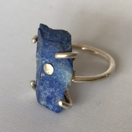 Ring – Sterling silver ring with rough lapis