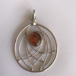 Pendant – Sterling silver filigree with oval amber