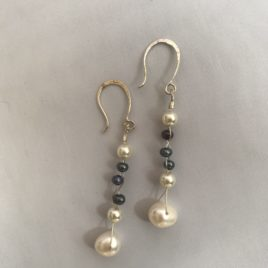 Earring – Sterling silver with freshwater pearls