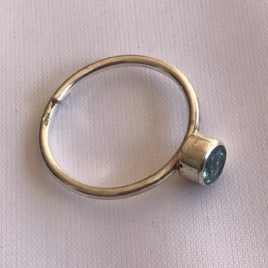 Ring – Sterling silver ring with topaz crystal