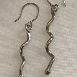 Earring – Sterling silver one wavy wire